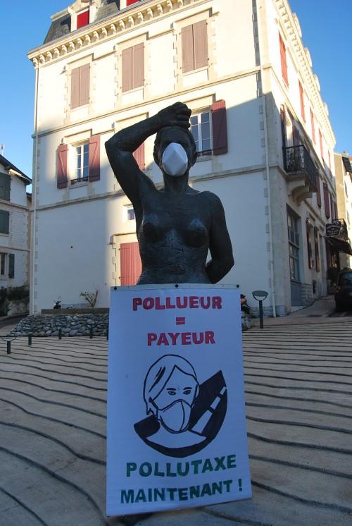 PollutaxeStatue98