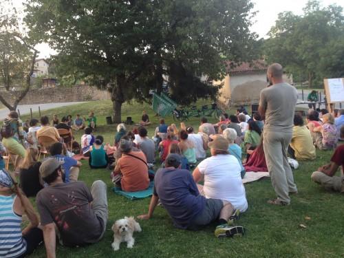 Des conférences quotidiennes sur l'urgence et la justice climatique (ici à Saint-Antoine)